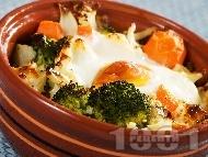 Гювечета с карфиол, броколи, синьо сирене и топено сирене